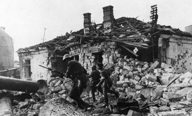 Румынская пехота атакует город. Октябрь 1941 г.
