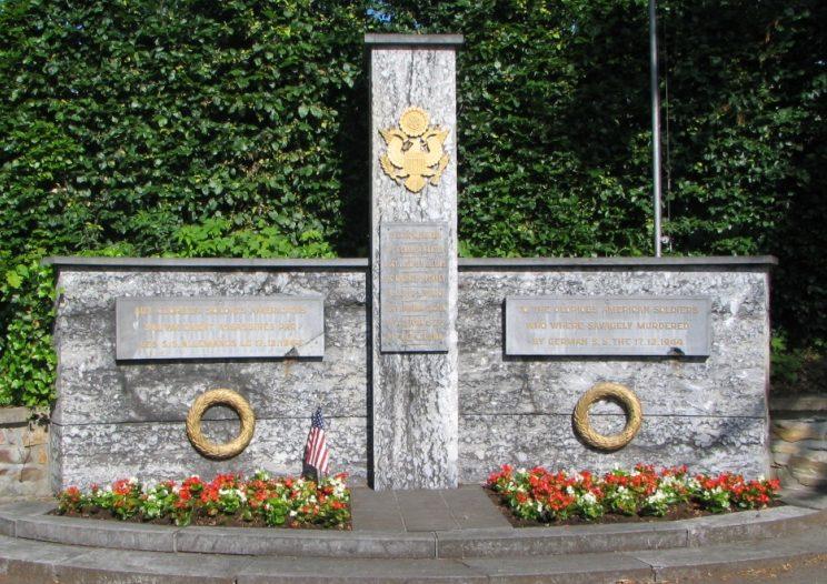 Муниципалитет Bellevaux-ligneuville. Памятник 8-ми американским солдатам, погибшим в декабре 1944 г..