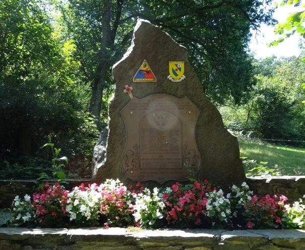 Коммуна Vaulx- Richard. Мемориал 12 американским солдатам и 3 погибшим мирным жителям 17 декабря 1944 г.