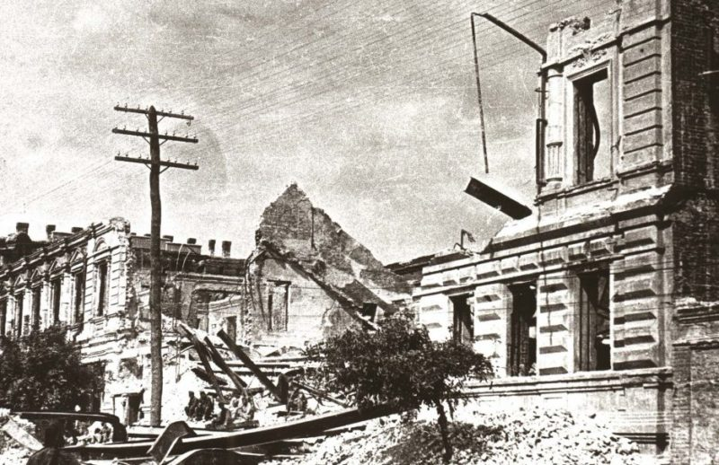Руины города. 1943 г.
