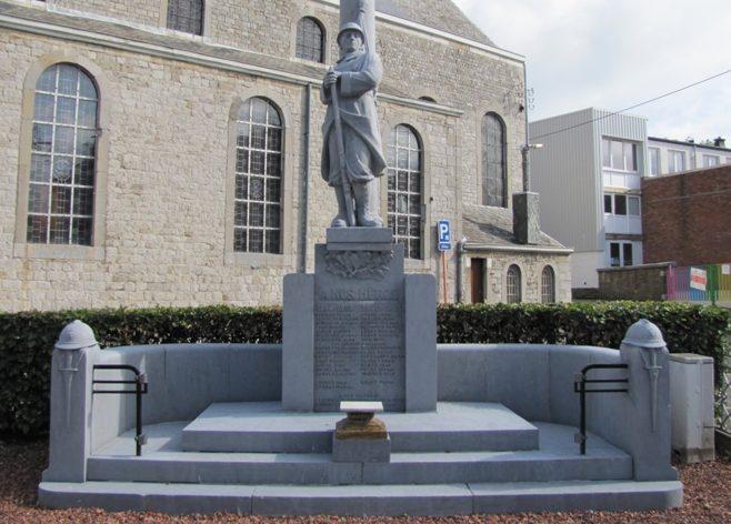 Муниципалитет Stembert. Военный мемориал обеих войн. Скульптор - Джозеф Джерард.
