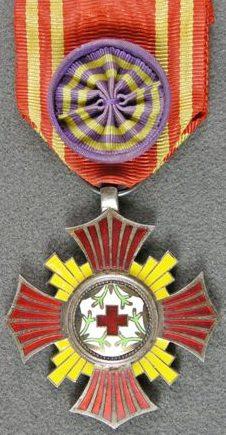 Аверс и реверс ордена «За заслуги» члену общества.