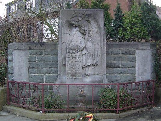 Муниципалитет Houtaint-simeon. Военный мемориал обеих войн.