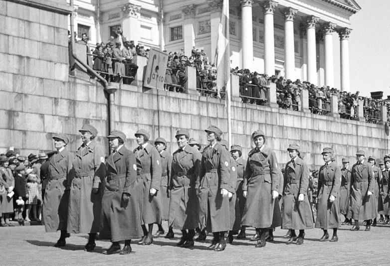 Подразделение «Lotta Svärd» на военном параде в Хельсинки в День памяти. Май 1940 г.
