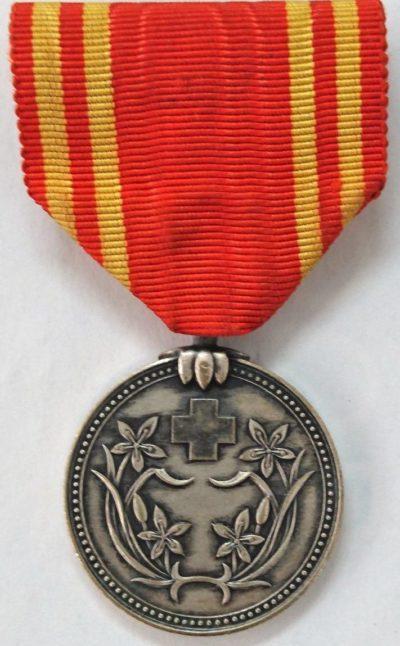 Аверс и реверс медали «За заслуги» обычного члена общества.