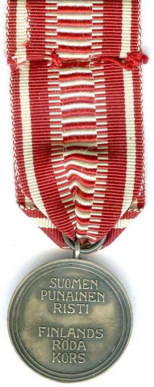 Аверс и реверс серебряной медали «За заслуги» Финского Красного Креста.