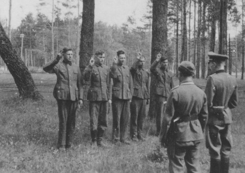 Присяга хиви на верность Фюреру. 1942 г.