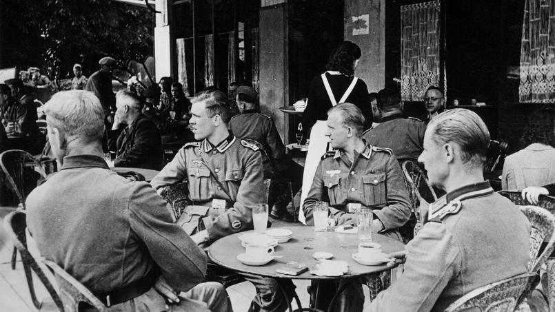 Уличное кафе. Осень 1941 г.