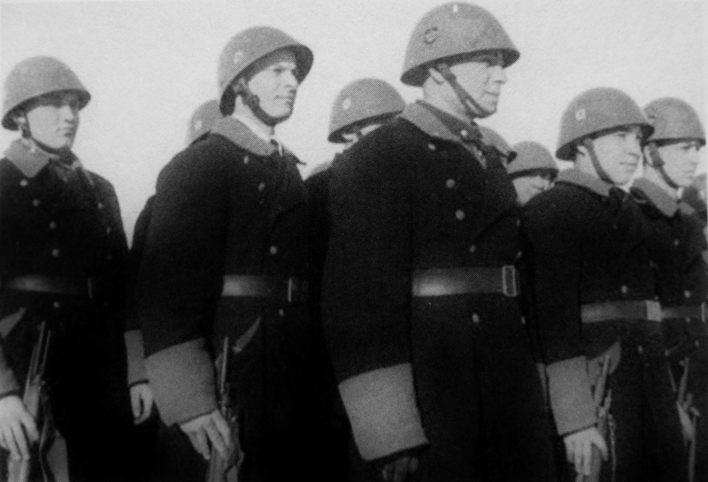 Строй литовских полицаев. 1942 г.