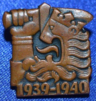 Аверс и реверс знака ветерана Зимней войны.