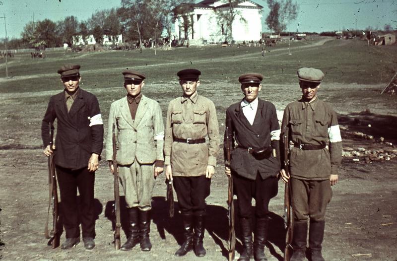 Отделения полицаев в оккупированном селах. 1942 г.