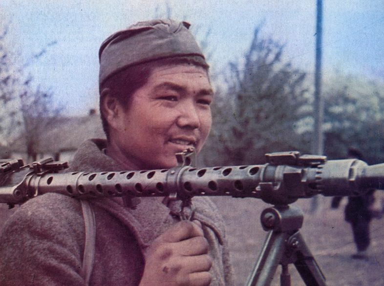 Хиви с пулеметом. 1942 г.
