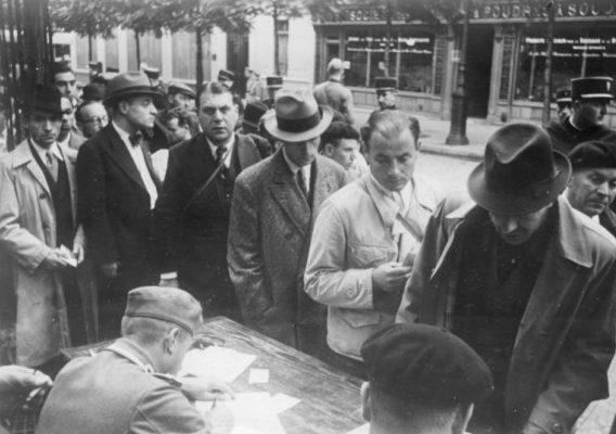 Регистрация евреев перед депортацией. 1941 г.