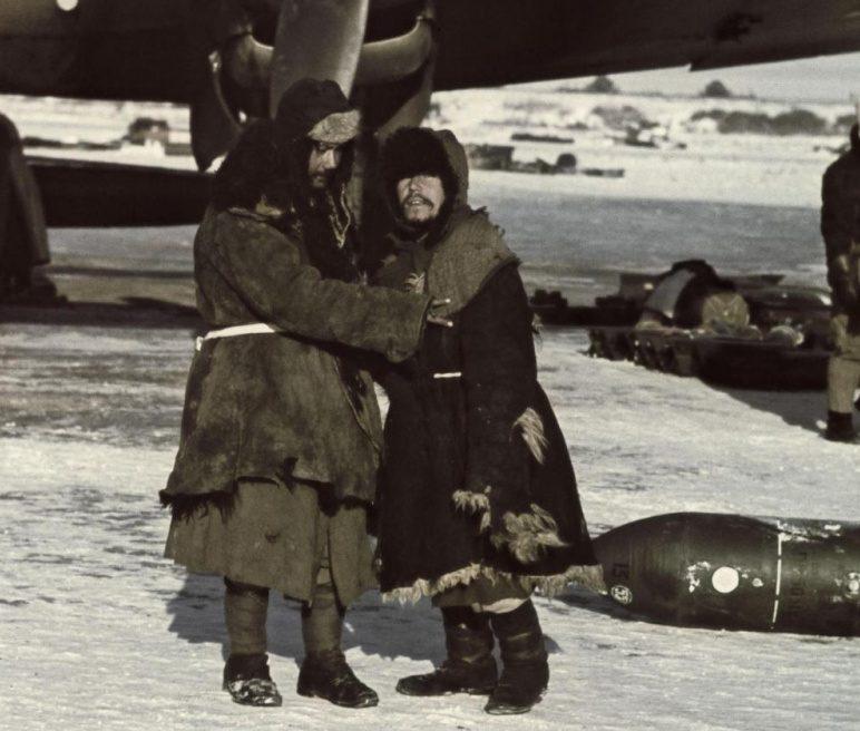 Хиви на немецком аэродроме Морозовская под Сталинградом. 1942 г.