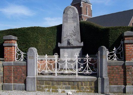 Коммуна Borlez. Памятник погибшим воинам обеих войн.