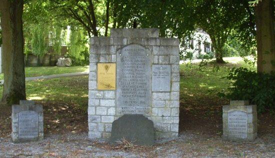 Муниципалитет Лавуар (Lavoir). Памятник жертвам обеих войн.