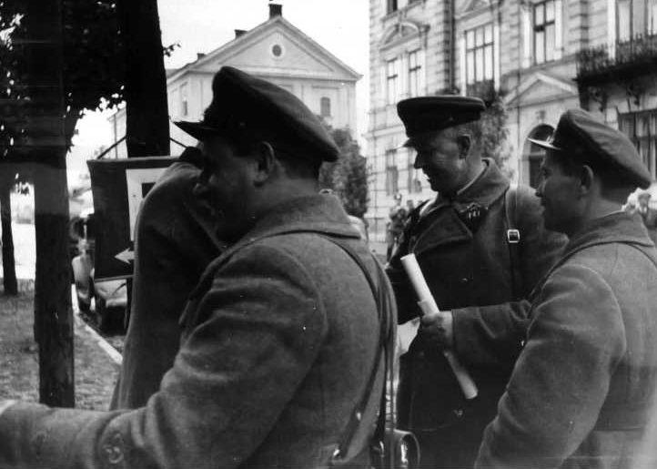 Советские офицеры в Перемышле. Сентябрь 1939 г.