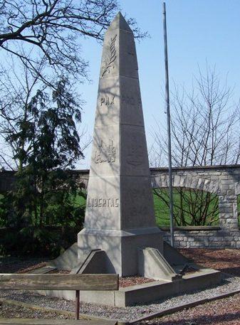 Муниципалитет Lens-saint-remy. Военный мемориал обеих войн.