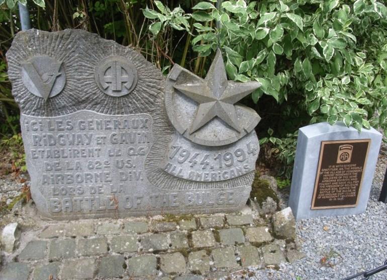 Муниципалитет Werbomont. Памятник и стела в честь американских воинов, погибших во время битвы при Балдже в 1944 г.