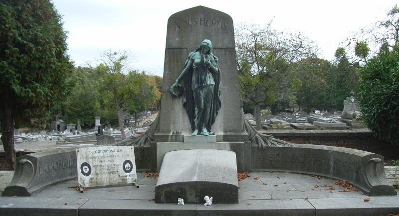 Муниципалитет Bressoux. Памятник комбатантам и жертвам обеих войн на общинном кладбище.