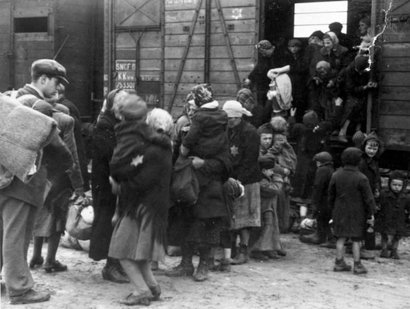 Отправление из «Бобиньи». С этого вокзала эшелоны уходили прямо в лагеря смерти. 1941 г.