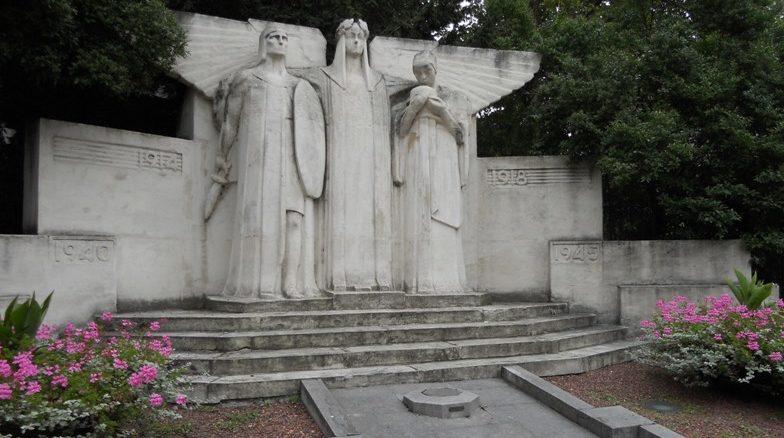 Муниципалитет Bressoux Памятник в честь жертв обеих войн. Скульптор - Оскар Берманс.