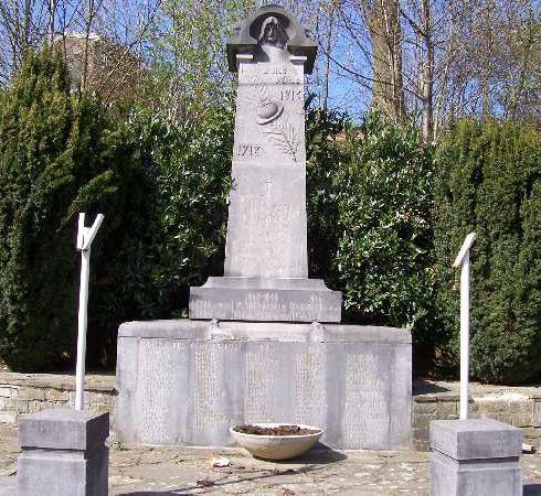 г. Лес-уэльфа. Военный мемориал обеих войн.