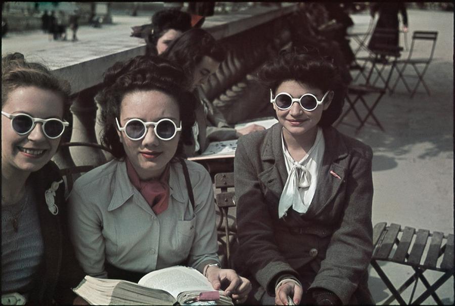 Парижские модницы. 1942 г.