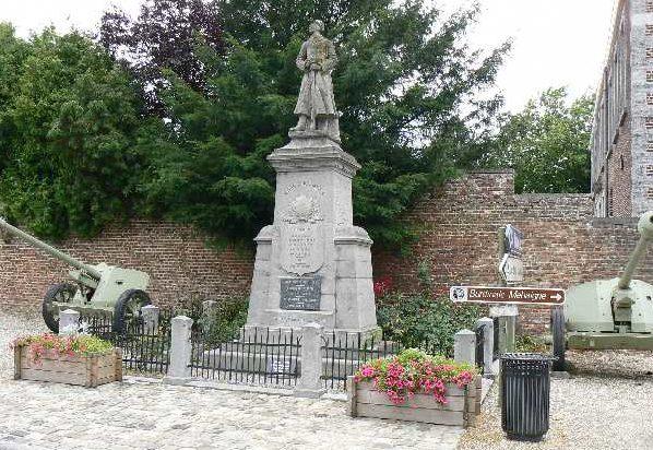 Муниципалитет Burdinne. Памятник погибшим воинам и жертвам обеих войн.