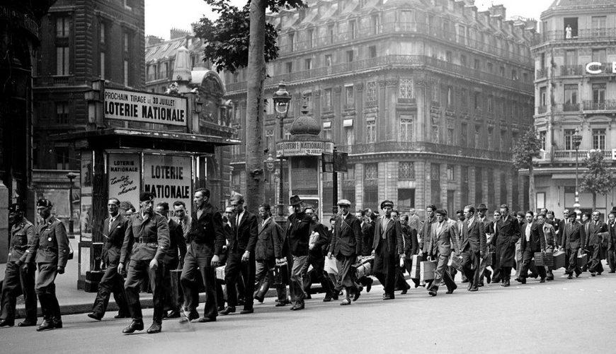 Отправка рабочих в Германию. 1942 г.