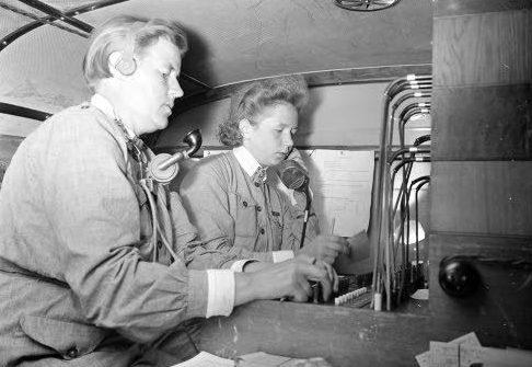 «Лотта» на передвижном пункте связи. 1941 г.