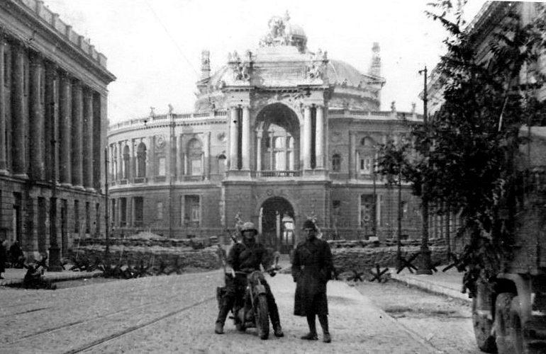 Румыны в захваченном городе. Ноябрь 1941 г.