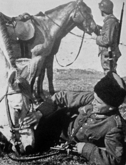 Казаки 5-го Донского полка 2-ой Кавказской бригады 1-ой казачьей кавалерийской дивизии на отдыхе. 1943 г.