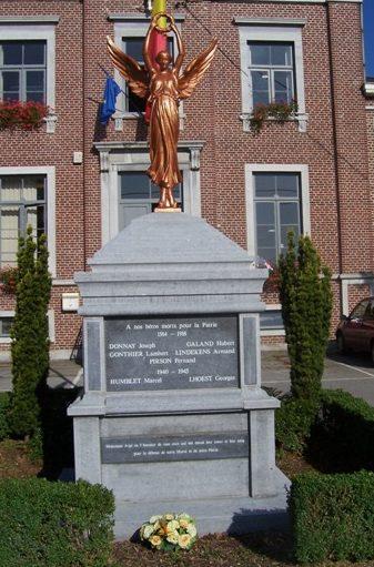 Муниципалитет Сель (Celles). Памятник погибшим воинам и жертвам обеих войн.