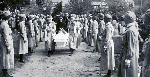 Похороны члена организации Аими Кнуюттила в Тампере. 1941 г.
