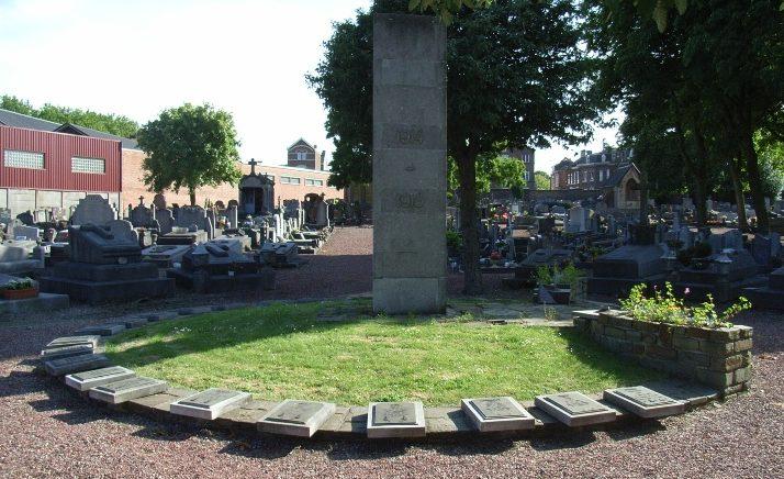 Муниципалитет Льеж (Lege). Памятник на общинном кладбище жертвам обеим войнам.