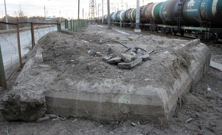 ДОТ №110, рубеж «Ижора». г. Санкт-Петербург, под путепроводом «Автово» по дороге в Угольную гавань.
