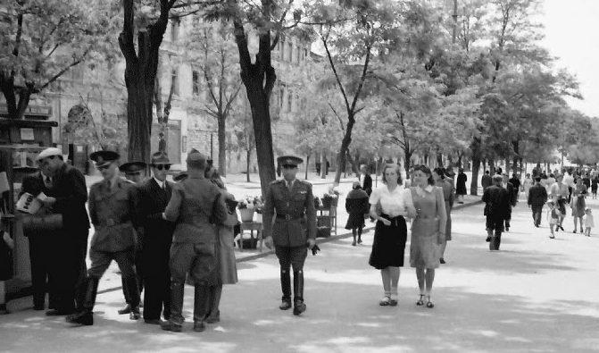 Улица города. Май 1942 г.