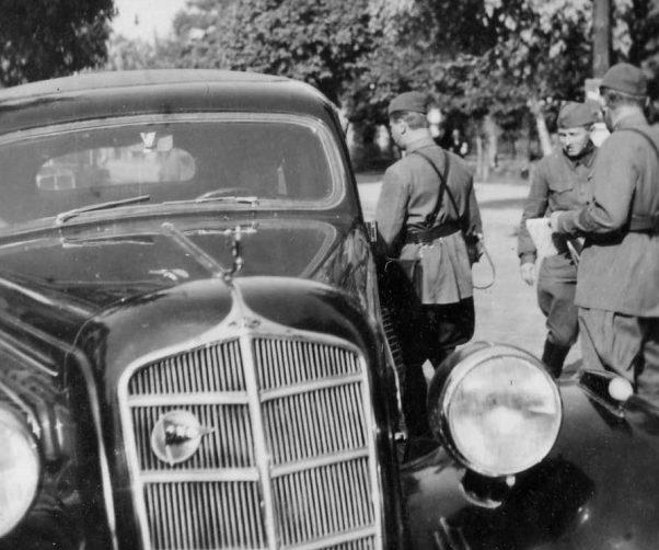 Советские офицеры в городке Стрый. Сентябрь 1939 г.