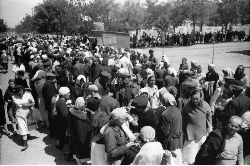 Городской рынок. Весна 1942 г.