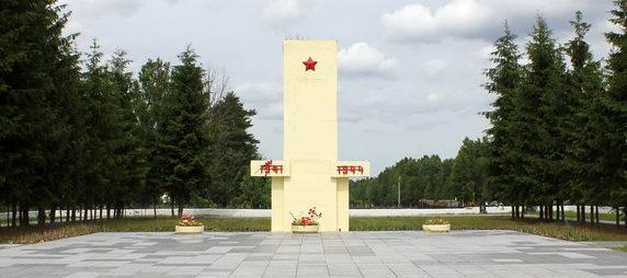 Мемориал на кладбище.