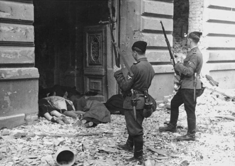 Украинские хиви из подразделения Askaris» во время подавления восстания Варшавского гетто. Май 1943 г.