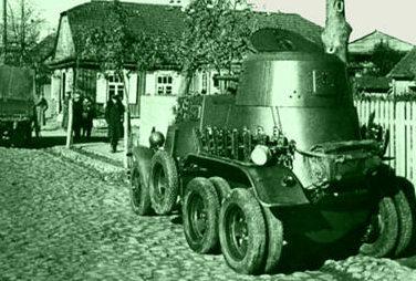 Бронеавтомобиль БА-10 на улице местечка Лебедев. Сентябрь 1939 г.