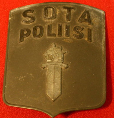 Аверс и реверс знака военной полиции.