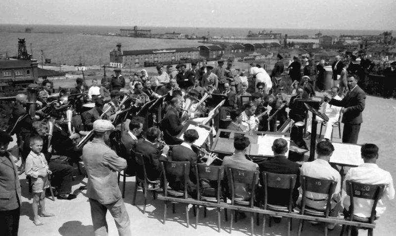 Музыканты на Приморском бульваре. Весна 1942 г.