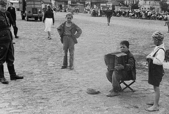Городская площадь. Лето 1942 г.