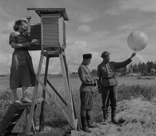 «Лотты» на военной метеорологической станции. 1941 г.