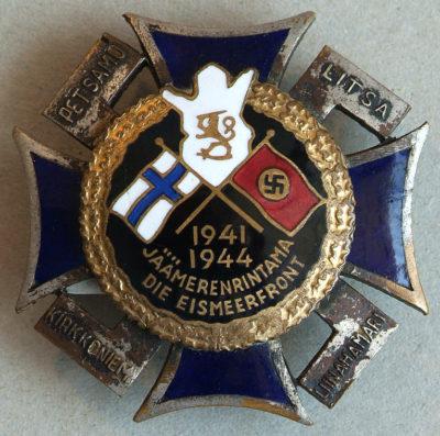 Крест Лапландского фронта с черной эмалью и датой «1941-1944» в нижней части.