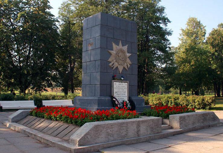 Стела в честь защитников Ленинграда.