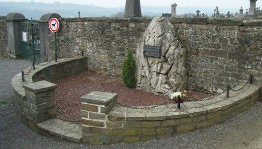 Коммуна Comblain-au-pont. Мемориал погибшим в обеих войнах на кладбище.